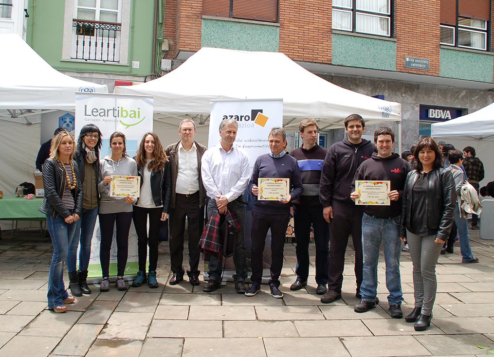 Fotografía de los premiados en el concurso de emprendedores de Lea-Artibai